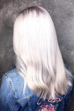Sandy blonde, highlights, balayage, babylights, waxx kappers beste kapper in Apeldoorn, Arnhem en Amsterdam, haar verven, haar kleuren, blond, blonde, haartrends 2018, hairtrends, best hairsalon in Amsterdam, waxx kappers amsterdam, waxx kappers arnhem, waxx kappers apeldoorn. Hair color, haircolour, best colortechnician, best hairdresser, hair color trend