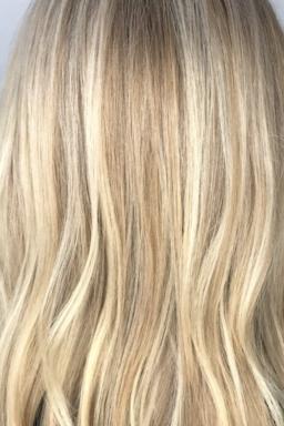 Sandy blonde, highlights, balayage, babylights, waxx kappers, beste kapper in Apeldoorn, Arnhem en Amsterdam, haar verven, haar kleuren, blond, blonde, haartrends 2018, hairtrends, best salon in Amsterdam, waxx kappers amsterdam, waxx kappers arnhem, waxx kappers apeldoorn