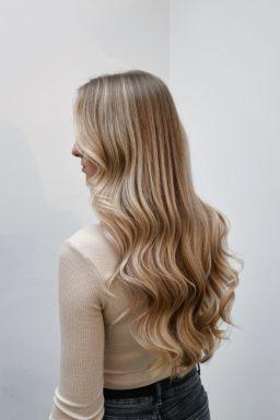 balayage, blonde, blond, highlights, Kapper, apeldoorn, kapsalon, hairstylist, kapelstraat, waxx, waxxkappers,