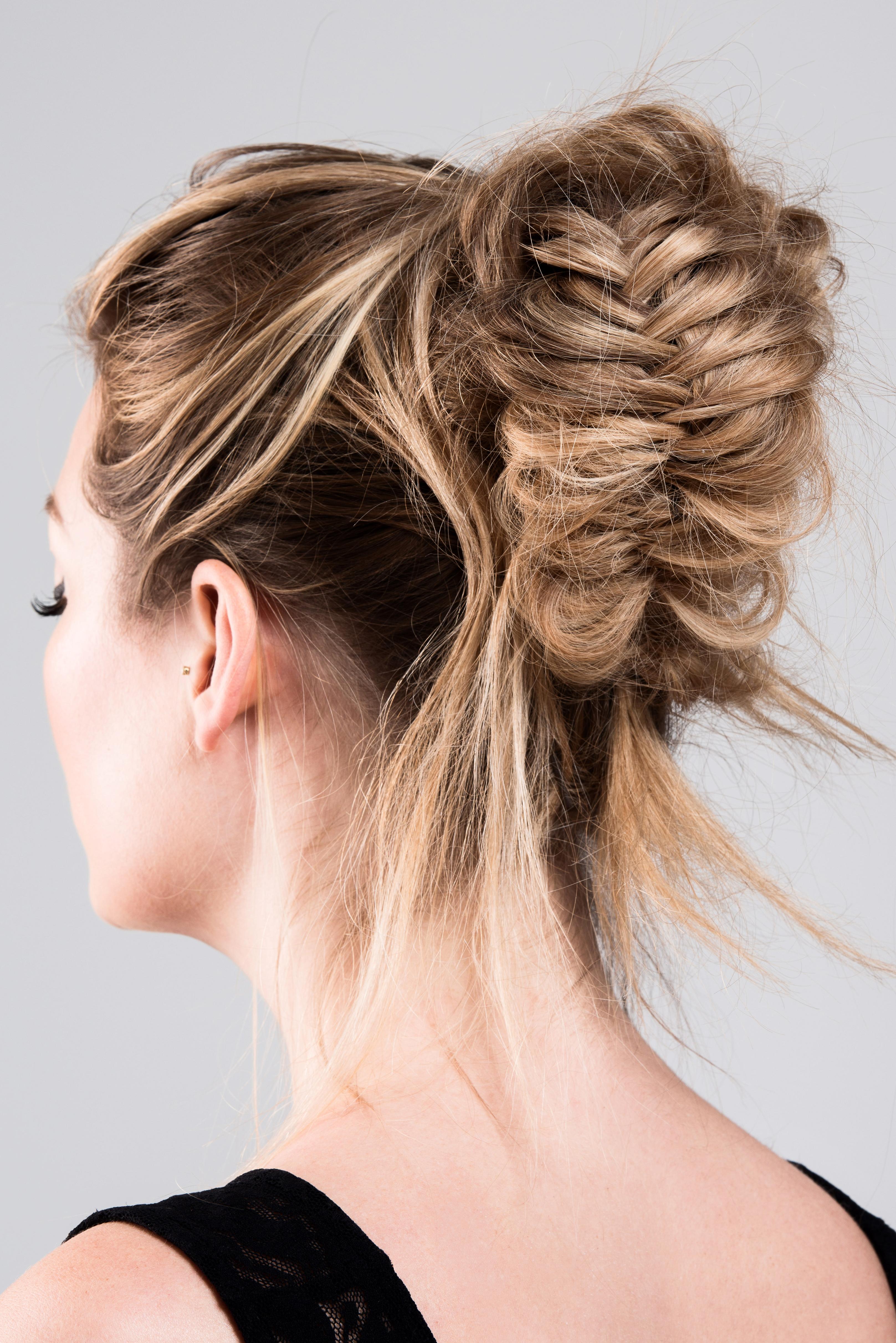 Haarstyling updo hairdo opsteken vlecht kapper in apeldoorn arnhem amsterdam visgraat vlecht